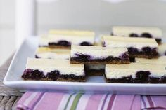 Tout le monde adore le gâteau au fromage. Voici une version à manger avec les mains, super-pratique pour les repas à l'extérieur.