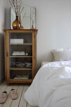 These clever living ideas change the apartment in a simple way. These clever living ideas change the apartment in a simple way. These clever living ideas change the apartment in a simple way. These clever living ideas change the apartment in a simple way. Bedroom Decor, Bedroom Vintage, Bedroom Inspirations, Cheap Home Decor, Interior Design, House Interior, Interior, Home Remodeling, Home Bedroom