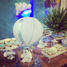 Ursinhos fofos aterrizando por aqui... Hoje teve super delicadeza para o primeiro aninho do lindo e gostoso Paulo César!!! #ursinhobaloeiro #festacompleta #anagodoifestasexclusivas Doces modelados lindamente por @nanapires77 Tortas, doces gourmet e tradicionais por @marcele.v Buffet @villaricabuffet Mimos por @beatrizdalisboa e @embalofestas