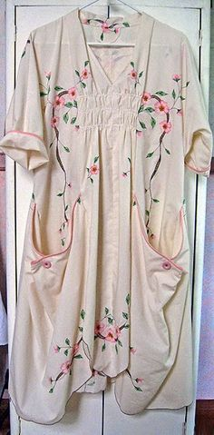 Project Minima: View the Clothes from SUMMER A table cloth, transformed. Pattern probably Vogue 8813, by Marcy Tilton