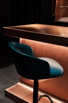 British designer Tom Dixon has completed his first hospitality project in America: a speakeasy in Atlanta, Georgia, featuring a copper bar and pendants that resemble molten metal (+ slideshow). Bar Interior Design, Cafe Interior, Design Design, Design Ideas, Tom Dixon, Commercial Design, Commercial Interiors, Restaurant Design, Cocktail Bar Design