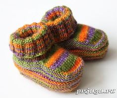 Knitting Patterns Booties Knitted booties with knitting needles for newborns Knitting For Kids, Baby Knitting Patterns, Knitted Booties, Knitted Hats, Knitting Needles, Knitting Socks, Crochet Baby, Knit Crochet, Crochet Shoes Pattern