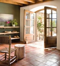 A Look Into Interior Design Trends 2017 - All For House İdeas Terracotta Floor, Spanish Style Homes, Spanish Style Interiors, Floor Colors, Wall Colors, Colours, Stain Colors, Kitchen Flooring, Kitchen Tiles