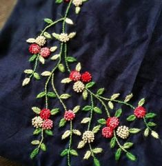 Saree Embroidery Design, Diy Embroidery Patterns, Embroidery On Kurtis, Hand Embroidery Videos, Hand Embroidery Tutorial, Hand Embroidery Flowers, Hand Work Embroidery, Embroidery On Clothes, Creative Embroidery