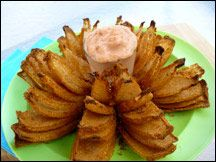 Hungry Girl's blooming onion swap. 192 calories compared to Chili's 1,335 calorie serving -looks delicious!