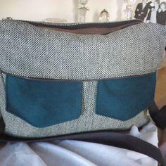 cathycouture sur Instagram: Besace zip zip,taille médium, tweed et tissu effet suédine bleu canard#,#patronsacôtin#,#sacotin#,#lamerceriedescréateurs#, ce fait aussi…