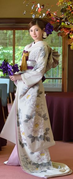 KIMONO(引き振袖) wear at a wedding ceremony. Traditional Japanese Kimono, Traditional Dresses, Japanese Style, Japanese Wedding Kimono, Kimono Design, Japanese Costume, Art Japonais, Sari, Japanese Outfits
