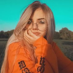 Light Blonde Hair And Blue Eyes: Character Inspiration Tumblr Photography, Girl Photography Poses, Autumn Photography, Aesthetic Photo, Aesthetic Girl, Blue Eyes Aesthetic, Girl Pictures, Girl Photos, Light Blonde Hair