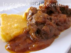 guanciale di manzo spezzatino 1 Roast Beef, Antipasto, Polenta, Italian Recipes, Food And Drink, Homemade, Chicken, Cooking, Ethnic Recipes