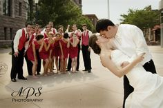 Love this Hollywood-inspired pose for the bridal parties and groomsmen! So romantic yet fun.