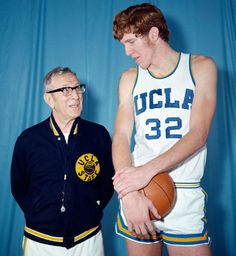 UCLA basketball coach John Wooden poses with player Bill Walton in this 1971 photo. Walton won two championships for the Bruins with Wooden as his coach. Basketball Trainer, Sport Basketball, New York Basketball, Basketball Moves, Basketball Tricks, Basketball Legends, Love And Basketball, Basketball Uniforms, College Basketball