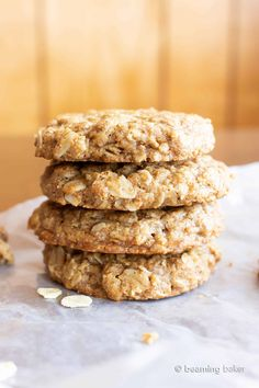 An easy recipe for the BEST Vegan Oatmeal Cookies! Chewy, moist centers with crispy, caramel-y edges & packed with comforting oatmeal. Vegan Oatmeal Cookies, Paleo Cookies, Oatmeal Cookie Recipes, Raisin Cookies, Vegan Dessert Recipes, Delicious Vegan Recipes, Vegan Sweets, Snack Recipes, Desserts