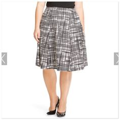New Ava & Viv white & black printed skirt 22W NWOT 22W plus size skirt by Ava & Viv Back zipper.  Polyester and spandex blend.  This skirt is new but no tags attached. Ava & Viv Skirts