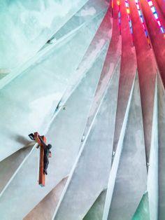 Mais uma imagem do interior da Igreja de Santo António da Polana em Maputo, foto de Daniel Clements.