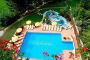 Außenthermal Landschaft mit Schwimmbecken und 2 Whirlpool frisch gefüllt mit Thermalwasser der Thermenwelt Hotel Pulverer in Bad Kleinkirchheim - Österreich http://www.pulverer.at