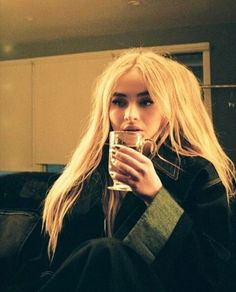 Sabrina Carpenter Outfits, Girl Meets World, Beautiful Celebrities, Perfect Body, Up Hairstyles, Celebrity Crush, Role Models, Foto E Video, Pretty People