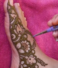Henna Tattoo Designs Simple, Floral Henna Designs, Basic Mehndi Designs, Latest Bridal Mehndi Designs, Legs Mehndi Design, Mehndi Designs For Fingers, New Bridal Mehndi Designs, Dulhan Mehndi Designs, Latest Mehndi Designs