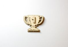 Заготовка для изготовления брошки или значка в форме кубка с цифрой «1» сделана из фанеры 3 мм. В продаже в разобранном виде, для самостоятельной сборки и раскрашивания.  Готовое изделие 4 см в ширину почти 5см в высоту. Хороший сувенир для победителей в каких-либо соревнованиях.  Предлагает деревянные сувениры магазин «Канышевы» по оптовым и розничным ценам.   #заготовкадлятворчества #заготовкидлятворчества #декоративноприкладноеискусство #товарыдляхобби #хобби #товарыдлярукоделия…