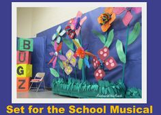 set design for elementary school musical, over-sized flower backdrop -- awesome bulletin board Music School, School Play, Music Classroom, Classroom Decor, Elementary Music, Elementary Schools, Flower Bulletin Boards, Spring Arts And Crafts, Stage Decorations