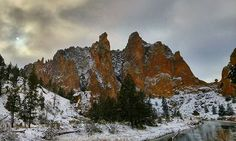 Smith Rock State Park dusted with snow. Terrebonne, Oregon ------------- @96lukejohnson