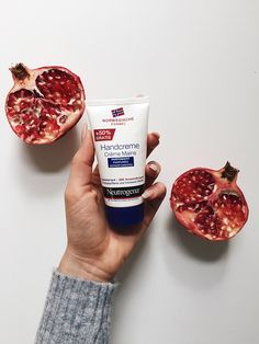 Winter care for soft hands from http://schwarzersamt.com/beauty-winter-care-for-soft-hands/, skin care during the winter with neutrogena for smooth and soft hands during the winter, handcreme for dry skin