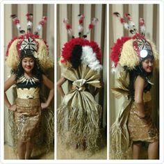 Samoan Taupou. Tapa/Siapo and ie Toga.