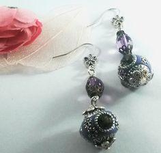 boucles d'oreille en perles Indonésiennes et verre mauve : Boucles d'oreille par chely-s-creation