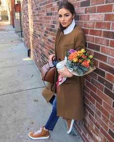 Olivia Culpo wearing Celine Belt Bag, Madewell Monsieur Coat in Burnished Cedar and Common Projects Tournament Suede High Top Sneakers in Tobacco Fashion Hub, Fashion Moda, Girl Fashion, Womens Fashion, Celebrity Outfits, Celebrity Style, Celine, Olivia Culpo, Jeans And Sneakers