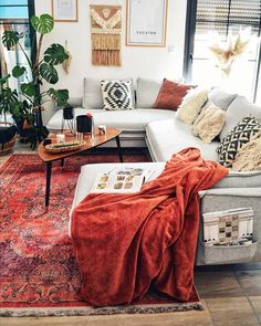 This bohemian living room in boho-chic style is good at all: comfortable panoramic design sofa Sofa Design, Canapé Design, Interior Design, Boho Living Room, Bohemian Living, Living Room Decor, Mexican Hacienda, Cushions On Sofa, Sofa Bed