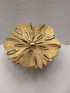 Rare Vintage Estate Gold Tone Textured Flower Trifari Brooch Pin Open Detail #Trifari