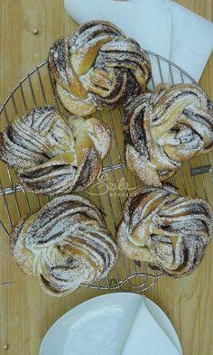 Szila: Fahéjas-kakaós rózsa Hungarian Recipes, Turkish Recipes, Bread And Pastries, French Pastries, Bread Recipes, Cooking Recipes, Croissant Bread, European Cuisine, Health Eating