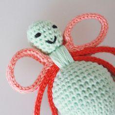 Pattern for crochet SUMMER-rattle (from the book Lutter Løkker) // Opskrift på hæklet SOMMER rangle (fra bogen Lutter Løkker)