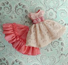 Heres a darling dress set for Blythe doll. Will fit any similar sized dolls: Pullip, Dal. Hand made by my Mom from beautiful, lace fabric 50s