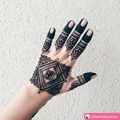 "25 Beğenme, 1 Yorum - Instagram'da imehndi.com (@imehndicom): ""Yay or Nay? 💓Henna by @hennabysima #mehndi #henna #hennaart #hennainspire #hennapro #hennatattoo…"" Henna Mehndi, Henna Art, Mehendi, Modern Mehndi Designs, Henna Designs, Mehndi Patterns, Beautiful Tattoos, Photo And Video, Inspiration"