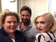 Fortune with Gerard and Gwen at the finale of 'Chelsea Lately' (Fortune Feimster) Chelsea Lately, Gerard Butler, Gwen Stefani, Her Style, Fascinator, Love Her, Poses, Couple Photos, Celebrities