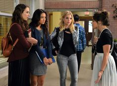 Pretty Little Liars Will Stage a Major Time-Jump in Season 6! | E! Online Mobile