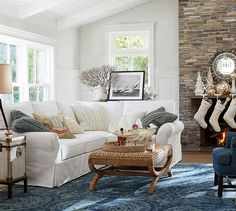 Pottery Barn Living Room **it's the coffee table! Barn Living, My Living Room, Home And Living, Living Area, Living Room Decor, Living Spaces, Cozy Living, Inspiration Design, Living Room Inspiration