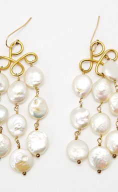 I love everything pearls! Pretty pearl earrings.