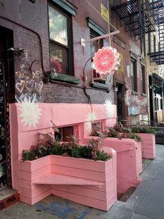 Il ristorante rosa è spudoratamente rosa persino nel bagno