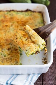 Easy Zucchini Bake Casserole - this is a low-cal recipe! Must make this when zucchini is in season #casserole #recipe