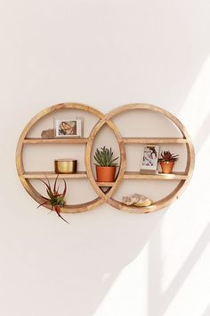 Dahlila Double Round Wall Shelf - Inventive Diy Wall Decor B Retro Home Decor, Diy Home Decor, Diy Casa, Cute Dorm Rooms, Home And Deco, Diy Wall Decor, Wall Decorations, Decorating Wall Shelves, Boho Decor