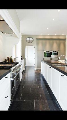 Keuken met natuursteen in Romeins verband www.vl-construct.be