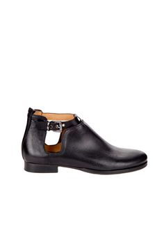 BLACK LEATHER SHOE FEATURING CUT ON THE SIDES AND BUCKLE AT THE ANKLE