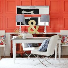 Coral: offical pantone color of 2019 and how to use it in your interior design. Forty ways of using coral pantone color in Feed your design ideas now. Raised Panel Walls, Office Inspiration, Coral Home Decor, White Decor, Coral Walls, Farmhouse Side Table, Farmhouse Decor, Deco Design, Home Decor Trends