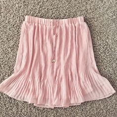 Pink Pleated F21 Skirt Beautiful mauvey pink pleated skirt from Forever 21. Has a skirt lining inside as well. The color in the pictures doesn't do it justice in Like New condition. No rips or tears only worn once. Forever 21 Skirts Midi