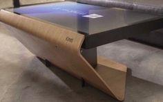 """Nel salotto di casa arriva il tavolino smart della francese Kineti Beh, abitualmente non indulgo in attenzioni verso gadget tecnologici """"bizzarri"""" ma il tavolino Kineti è davvero bello: si presenta come un classico tavolino sul quale poggiare le cose per il proprio  #gadget #windows #tavolo #kineti"""