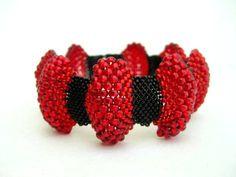 Items similar to Peyote Bracelet / Bumpy Peyote Bracelet / Beaded Bracelet in Red and Black / Made To Order / Seed Bead Bracelet / Statement Bracelet / on Etsy Peyote Beading, Seed Bead Bracelets, Seed Bead Jewelry, Seed Beads, Beaded Jewelry, Diy Bracelet, Beading Techniques, Beading Tutorials, Tejidos