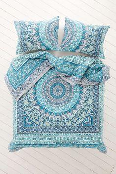 Plum & Bow Katara Medallion Comforter