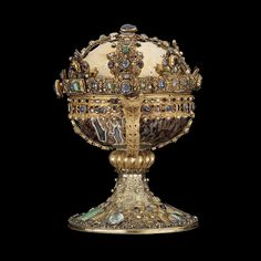 What Is a Reliquary? An Introduction to the Bejeweled Medieval Vessels Saint Elizabeth Of Hungary, Mirror House, Royal Crowns, Early Middle Ages, Early Christian, Medieval Manuscript, History Museum, Casket, Gems And Minerals