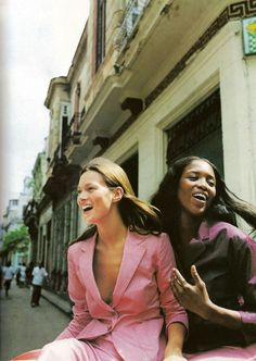 16 photos of Kate Moss and Naomi Campbell's supermodel friendship from the 90s to today: